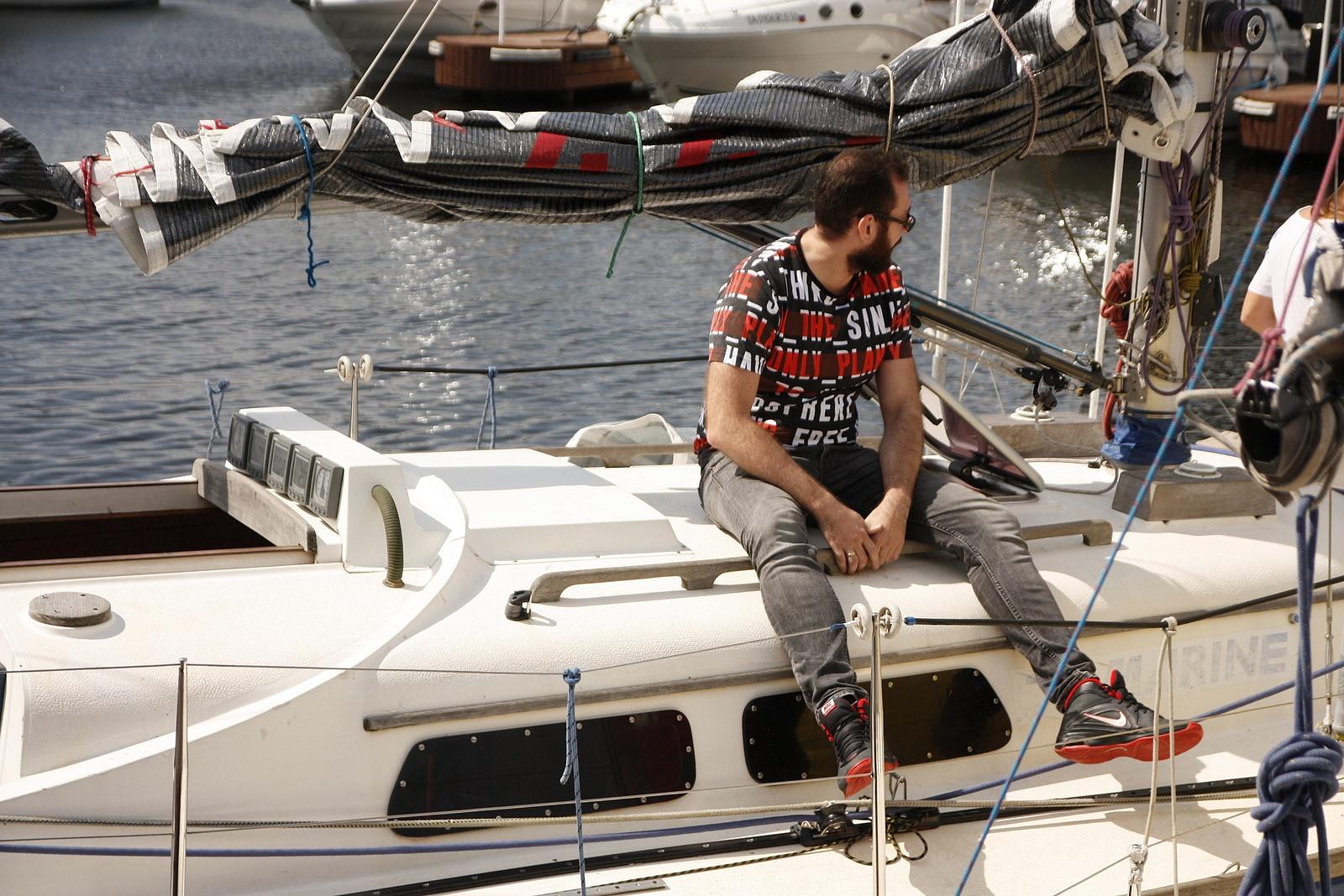 Вакансии в яхт клубе в москве ночной клуб документы